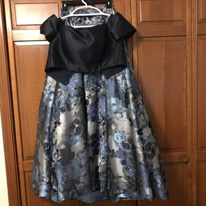 Dresses & Skirts - 2 Piece Prom Dress with Pockets